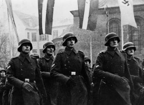 С осени 1941 г при въезде в города